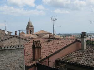 Крыши домов Сантарканждело, Италия