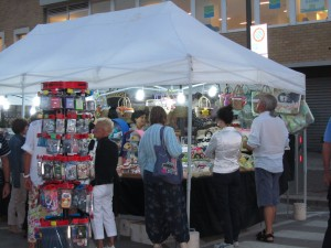 По вторникам рынок в Мирамаре, Римини, Эмилья-Романия, Италия.