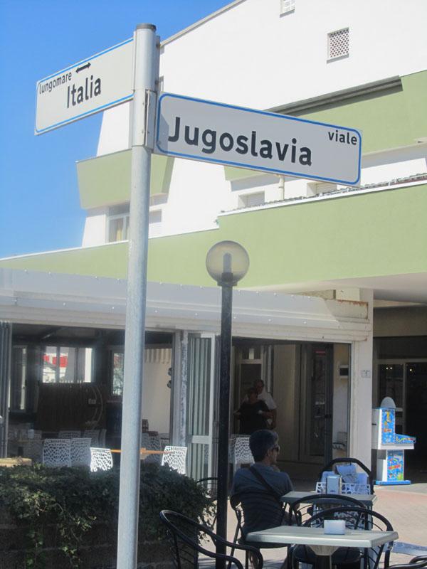 Названия улиц в Лидо делле Национи, Эмилья-Романия, Италия.