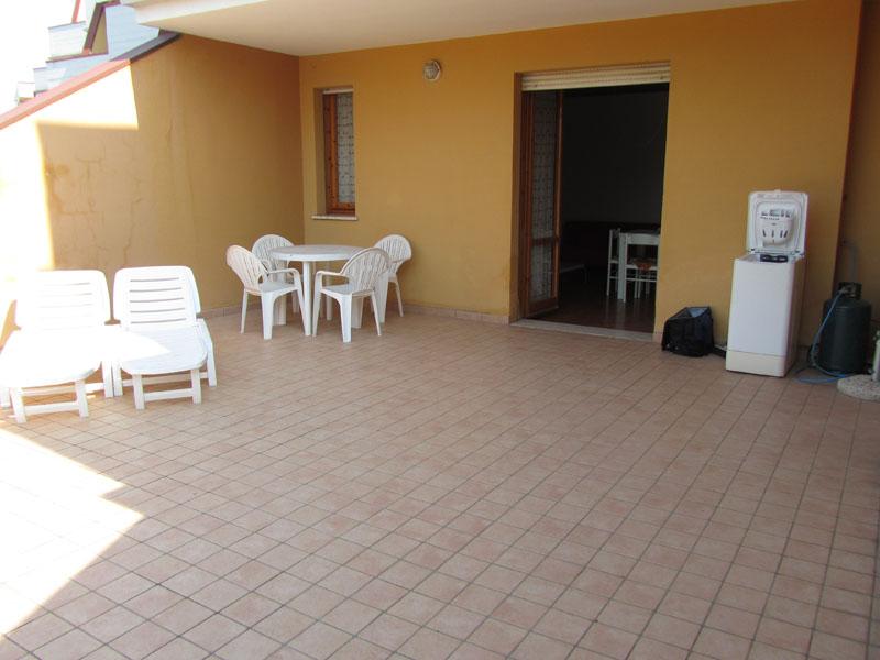 Квартира с огромной террасой в Лидо делле Национи, Эмилья-Романия, Италия.