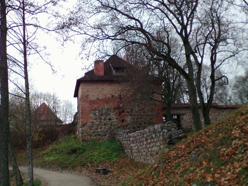 Древняя ограда исторического музея