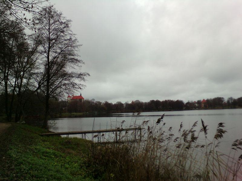 Озеро Гальве в Тракае. На нем находится 21 остров