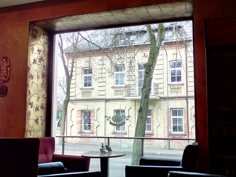 Уютное кафе рядом с костелом