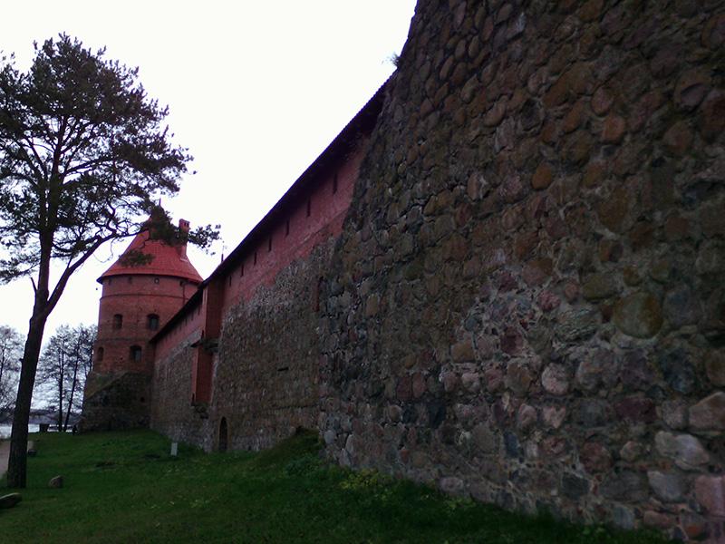 Стена Тракайского замка