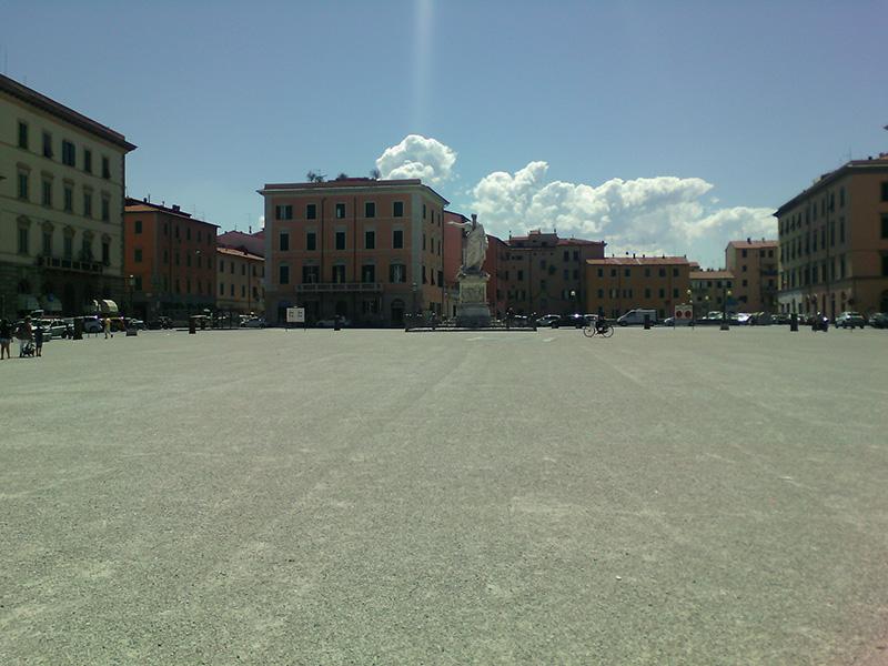 Размеры площади Республики впечатляют