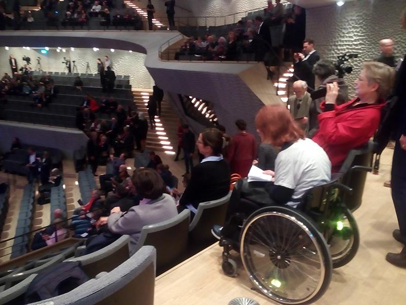 Моя соседка в зале Elbphilharmonie
