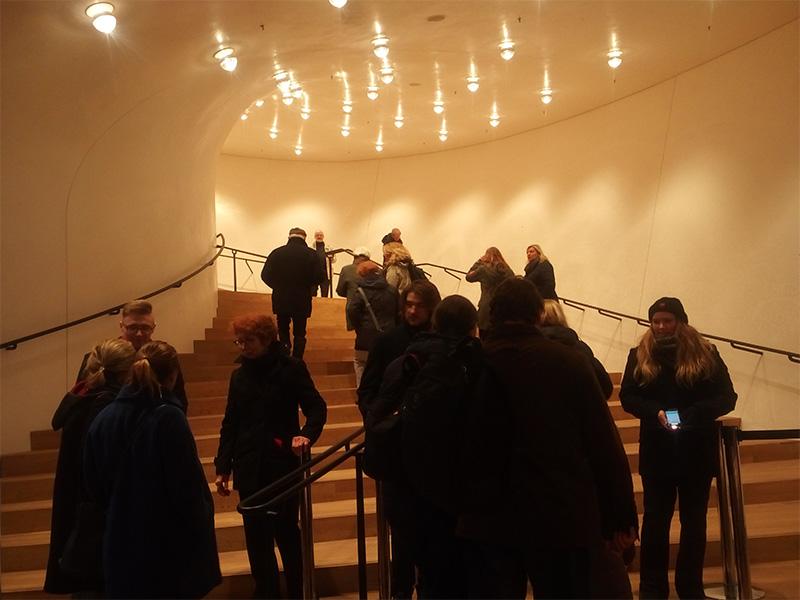Вход в концертный зал