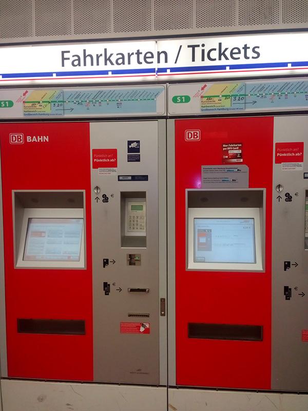 В этих автоматах можно купить любой проездной билет