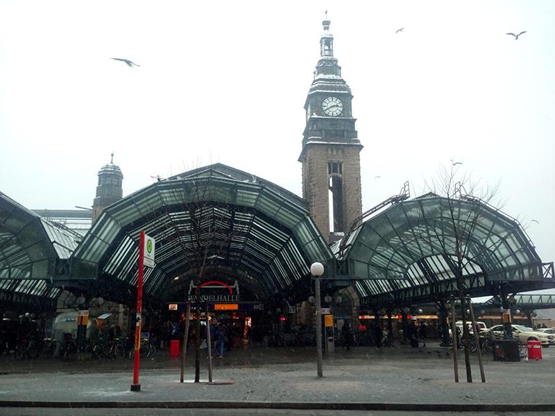 Это так называемый транспортный центр Гамбурга - железнодорожный вокзал