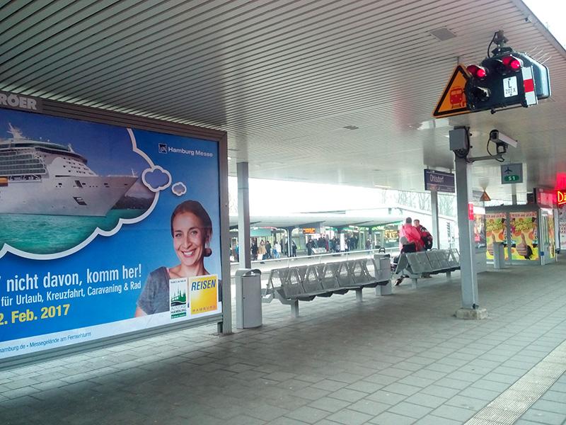 От станции Ohlsdorf одни поезда едут в пригород, другие - в аэропорт