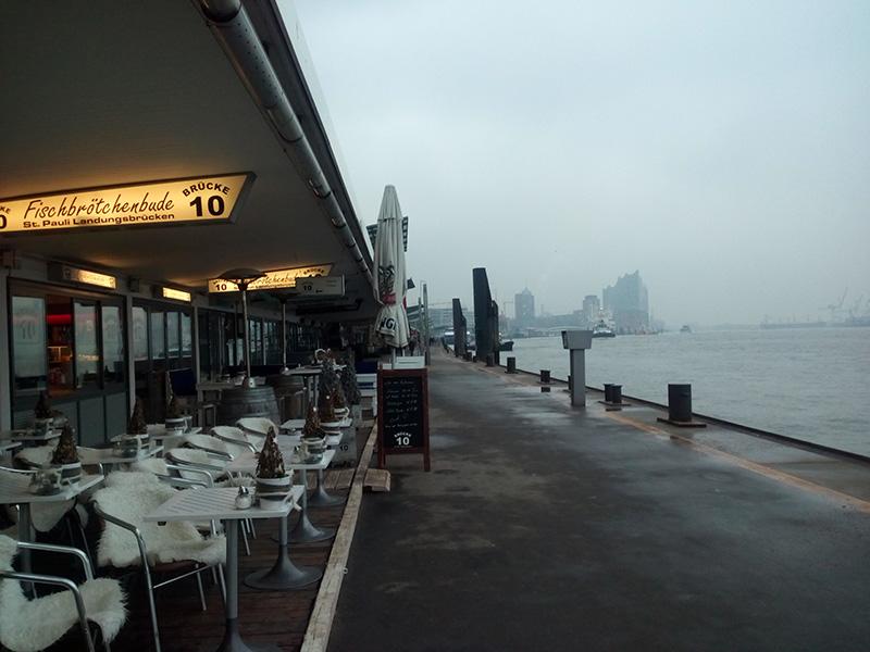 Причал №10 - здесь можно отведать отличнейшие бургеры с рыбой и морепродуктами