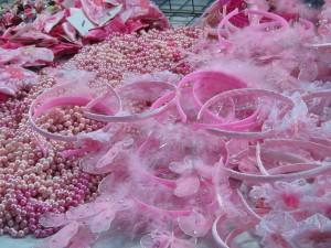 Розовая Ночь в Римини, Эмилья-Романия, Италия. Розовые атрибуты