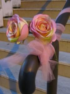 Розовые розы на празднике la notte rosa в Римини, Эмилья-Романия, Италия