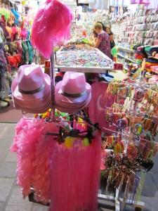 Во всех магазинах продаются розовые атрибуты в Римини, Эмилья-Романия, Италия